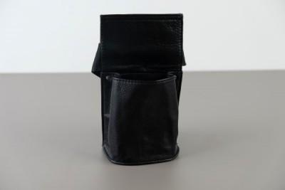 Holster leder met riem voor poetsdoek (zonder beker)